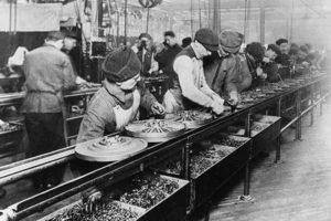 Конвейер на заводе Генри Форда